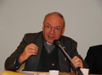 Don Gabriele, il prete che da solo sfida il titano aborto