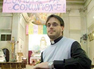 """Don Giuliano """"sposa"""" il compagno Paolo"""