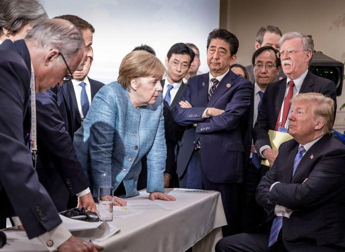 """""""Trump contro resto del mondo"""", la foto simbolo del G-7 canadese"""