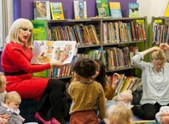 Texas: in biblioteca c'è un trans che legge storie ai bambini
