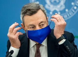 Draghi mente e terrorizza. E tutti a vaccinarsi