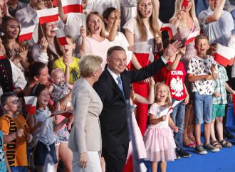 La Francia boccia Macron, la Polonia riconferma Duda