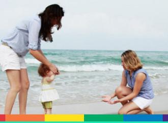 Legge finlandese: un bimbo potrà avere due mamme