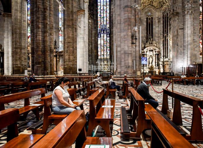 Distanziamento sociale nel Duomo di Milano