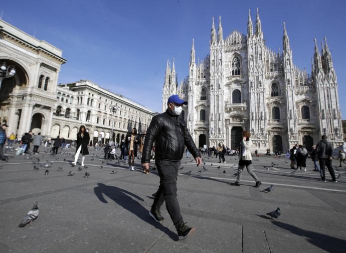 Il duomo di Milano chiuso per virus
