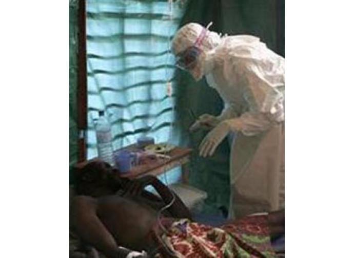 Ebola, soccorsi ai malati