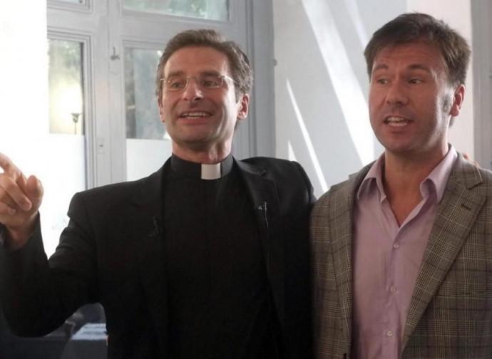 Krzysztof Charamsa, celebre il suo coming out come prete gay
