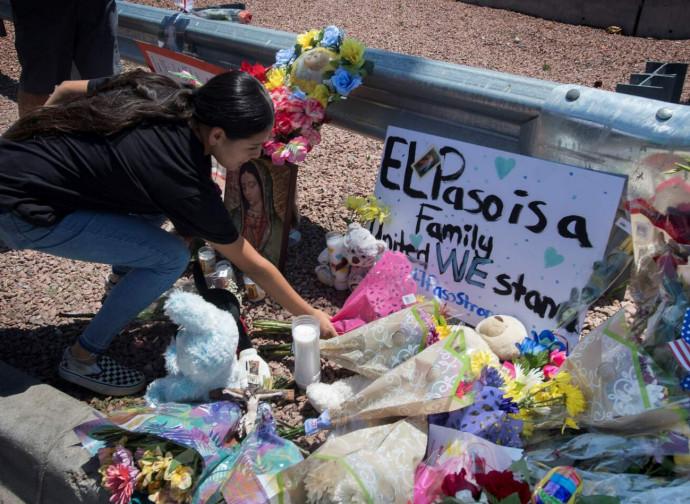 El Paso, fiori per le vittime