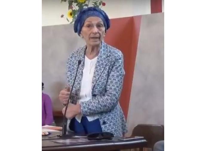 Emma  parla in chiesa