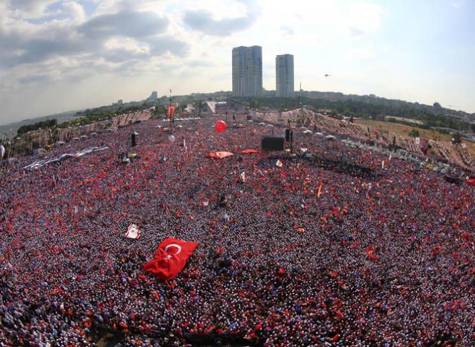 La manifestazione oceanica pro Erdogan a Gezi Park