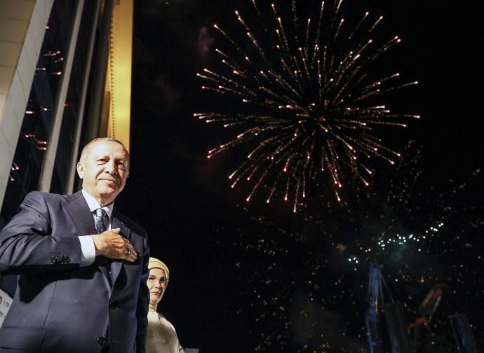 Erdogan festeggia la vittoria