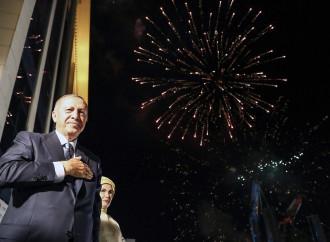 Erdogan inizia il sultanato nazional-islamico in Turchia