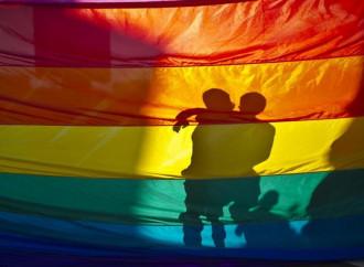 """Corte europea condanna l'Italia per non aver riconosciuto le """"nozze"""" gay celebrate all'estero"""