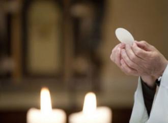 """I vescovi ai fedeli: """"La Messa è vitale, tornate in chiesa"""""""