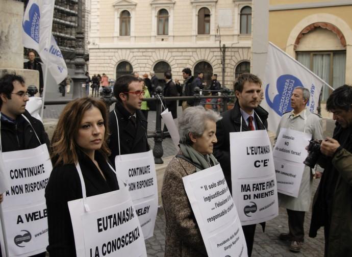 Manifestazione per l'eutanasia legale in Italia