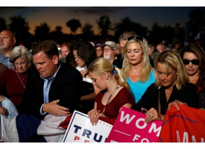 Evangelici in preghiera per Trump