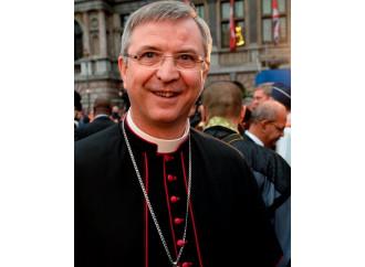 """Eutanasia """"cattolica"""", il vescovo tifoso sotto accusa"""