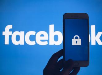 La metamorfosi di Facebook: censura chi non è in linea
