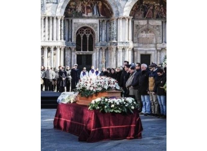 La cerimoni afunebre  in piazza San Marco per Valeria Solesin