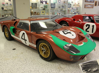 Ferrari vs. Ford: il logos contro la catena di montaggio