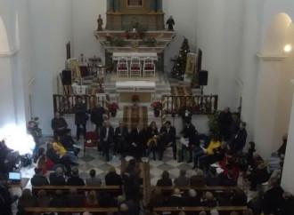 In ginocchio dai politici, il comizio lo offre il vescovo