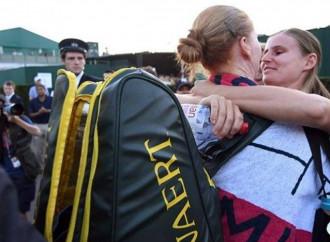 La Van Uytvanck vince a Wimbledon e bacia la compagna