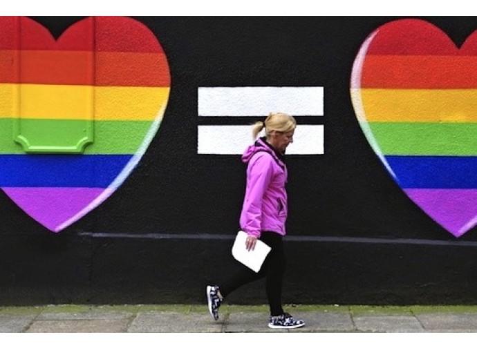 Un cartellone della campagna referendaria sulle nozze gay in Irlanda