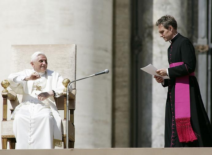Mons. Gaenswein con Benedetto XVI