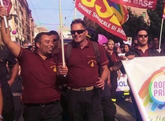 I pompieri al Gay Pride di Roma