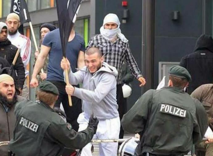 Scontro fra radicali islamici e polizia tedesca