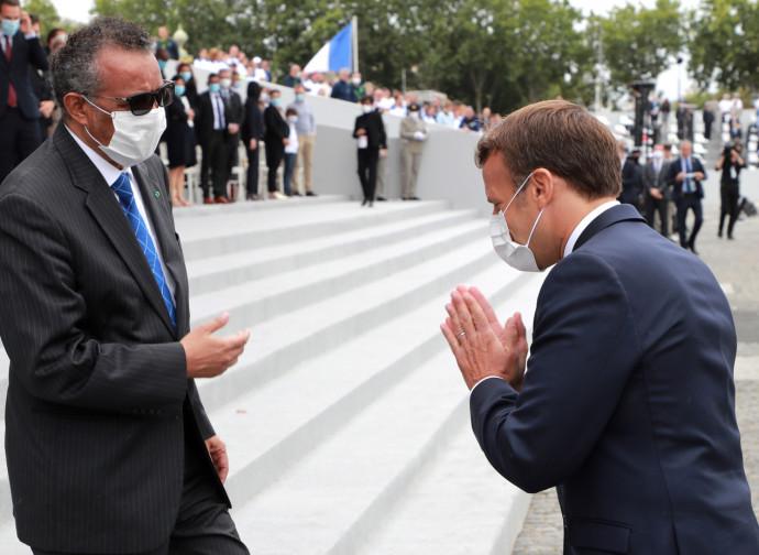 Tedros Adhanom Ghebreyesus salutato da Emmanuel Macron