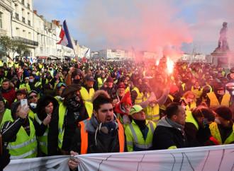 Gilet Gialli alla carica, la Francia si divide in due