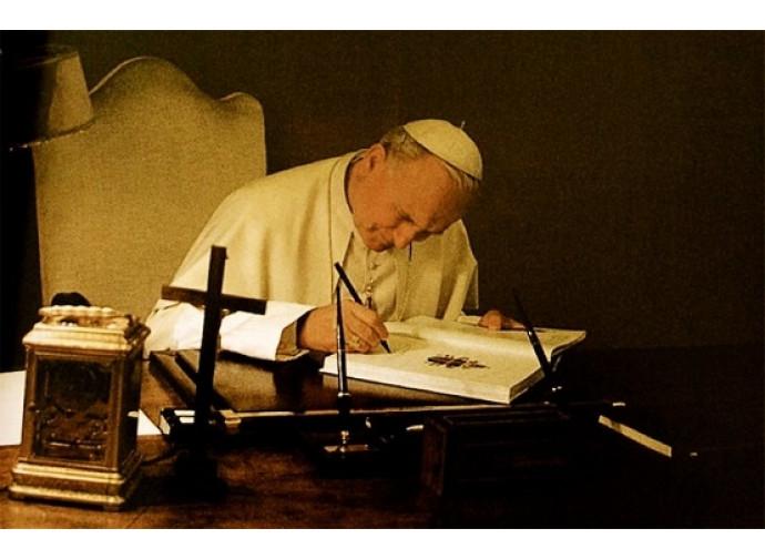 Giovanni Paolo II firma l'enciclica