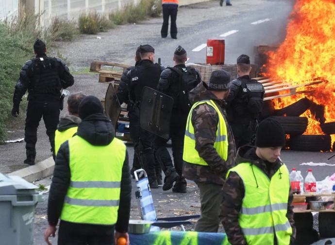 Giubbetti gialli, confronto con la polizia