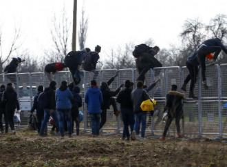La Grecia resiste all'arma di migrazione di massa