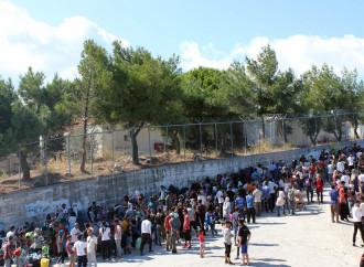 Timore di epidemia nelle isole greche gremite di richiedenti asilo