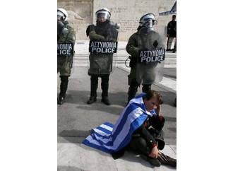 Grecia sempre più povera e (forse) fuori dall'euro