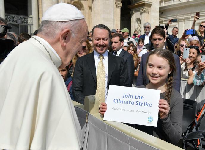 Il Papa incontra la ragazza svedese