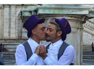 E la sindaca Virginia si diverte con i matrimoni gay
