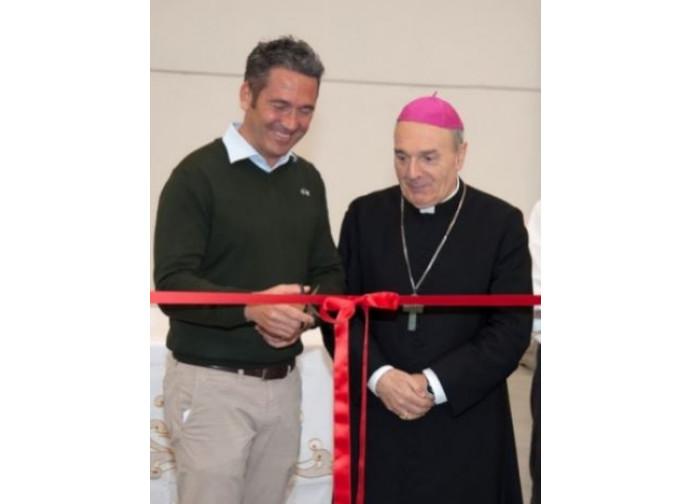 L'inaugurazione di Holyart con il vescovo Camisasca