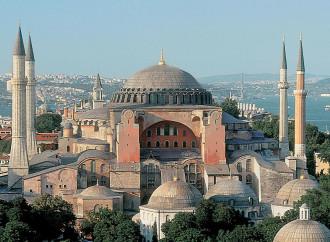 Erdogan, altra provocazione: Santa Sofia diventi moschea