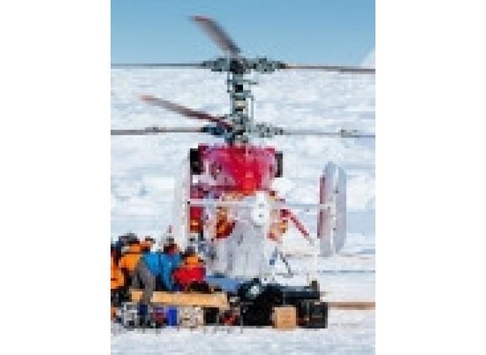 L'elicottero dei soccorsi cinesi
