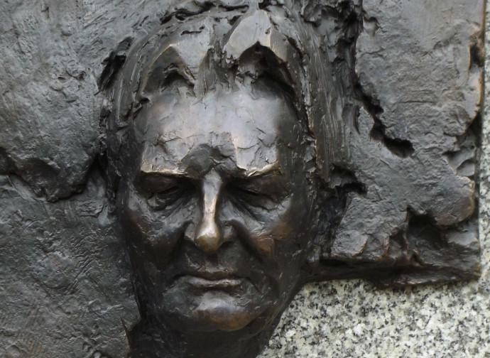 Monumento a Henryk Mikolay Górecki (Katovice)