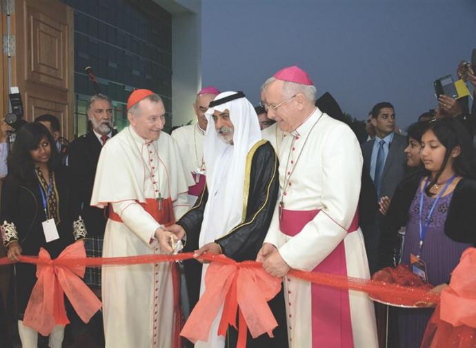 Monsigno Hindler con il cardinale Parolin unaugura una chiesa