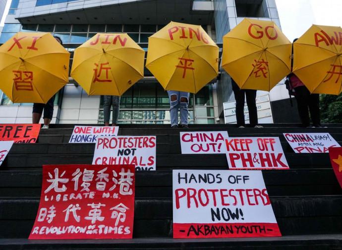Hong Kong, ombrelli contro Xi Jinping