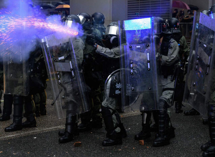 Polizia in azione a Hong Kong