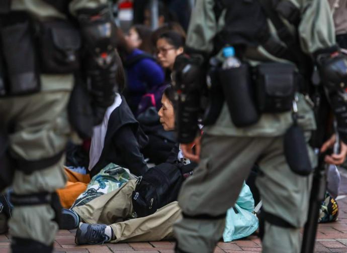 Hong Kong, arresti in corso al politecnico