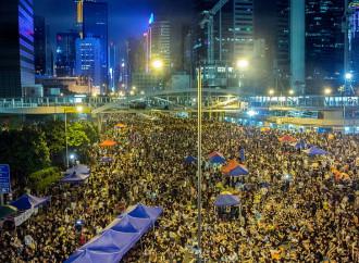 La Cina ingloba Hong Kong: nove dissidenti condannati