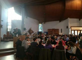 In chiesa si mangia e si beve (con la scusa dei poveri)