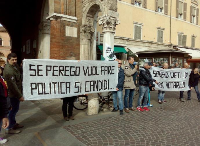 Una contestazione di un'associazione di cittadini a Perego